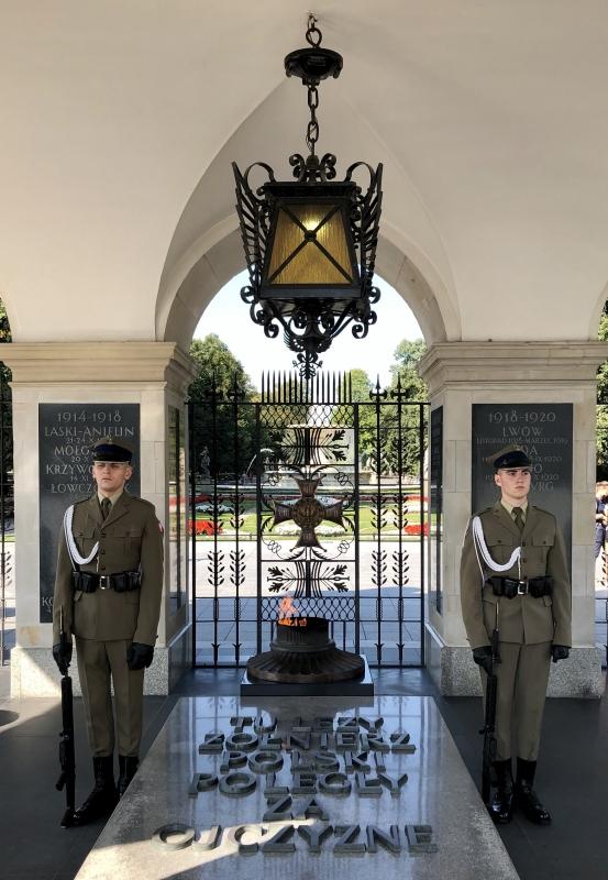 2019 08 27 Warschau Grabmahl unbekannter Soldat