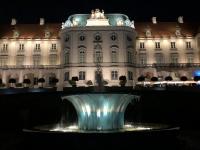 2019 08 26 Warschau Königsschloss vom Garten in der Nacht