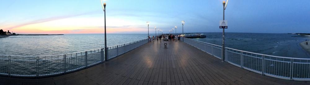 2019 08 22 Kolberg Panoramafoto auf Pier Richtung Meer