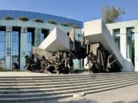 2019 08 27 Warschau Denkmal Warschauer Aufstand mit obersten Gericht
