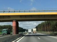Moderne Autobahnen mit verschiedenen Brücken