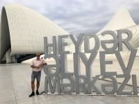 2019 09 11 Baku Kulturzentrum Heydar Aliyev Buchstaben