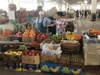 2019 09 28 Samarkand Markthalle schönes Obst
