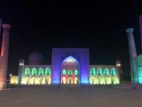 2019 09 28 Samarkand Registanplatz Lichtershow in blau