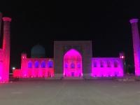 2019 09 28 Samarkand Registanplatz Lichtershow in violett