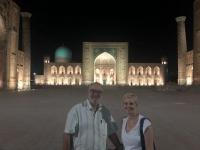 2019 09 28 Samarkand Registanplatz vor Beginn der Lichtershow