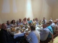 2019 09 29 Samarkand Abendessen bei RL zu Hause am Boden sitzend