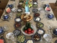 2019 09 29 Samarkand Mittagessen wunderschön eingedeckt