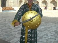2019 09 29 Samarkand Registanplatz Tschingis Khan mit Schwert