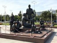 2019 10 03 Taschkent Denkmal vor Konzerthalle