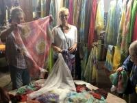 2019 10 04 Margilah Seidenfabrik Qual der Wahl im Shop