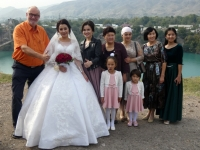 2019 10 06 Fahrt in die Berge Stausee mit Brücke und Hochzeitsfoto