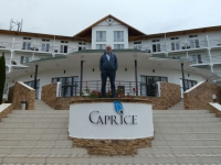 2019 10 08 Hotel Kapriz Resort am Issyk Kul See im Garten