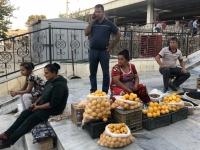 2019 09 28 Samarkand vor der Markthalle