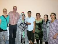 2019 09 29 Samarkand Haus der Frischvermählten  Foto mit Brautpaar und Familie