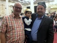 2019 09 29 Samarkand Hochzeitsfeier Tänzer mit Papa