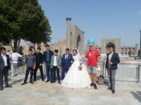 2019 09 29 Samarkand Registanplatz Hochzeitsfoto mit Gerald