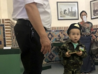 2019 09 29 Samarkand Registanplatz junger Soldat