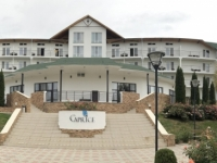 2019 10 08 Hotel Kapriz Resort am Issyk Kul See Gartenansicht
