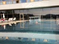 Erfrischendes Bad im Pool