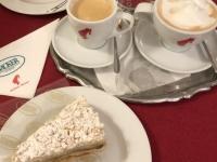 Kaffee und Apfelstrudel im Cafehaus Hacker