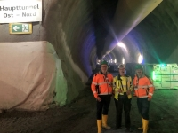 Gruppenfoto vor dem Haupttunnel
