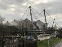 Olympiahalle von der Autobahnbrücke