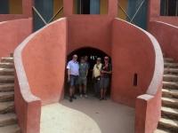 2020 02 14 Insel Goree Sklavenhaus Eingang zu den Sklavenzellen