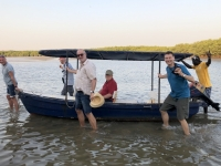 2020 02 11 Lagune Ebbe zwingt uns zum Boot schieben