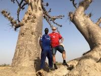2020 02 11 Mit Fahrer beim Baobob Spinnenbaum