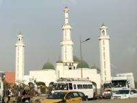 2020 02 14 Dakar Vorbeifahrt an Moschee