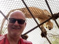 2020 02 15 Löwenreservat_er sitzt 40 cm über uns