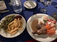 2020 02 16 Hendl mit Pommes beim letzten Abendessen im Hotel