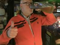 2020 03 04 Bierlokal Klo Prost aus der Urinente