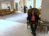 2020 03 04 Hotel Adlon Wartesessel in der Lobby
