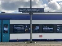 2020 07 08 Ankunft auf der Insel Sylt unser Auto im Spiegelbild