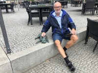 2020 07 17 Brandenburg Waldmops aus Bronze zu Ehren Loriots