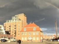 2020 07 10 Wismar alter Hafen mit Regenbogen