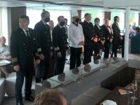 2020 08 21 Abteilungsleiter der MS Amadeus Queen mit Kapitän Dan Balan