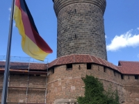 2020 08 26 Nürnberger Burg Turm mit Fahne