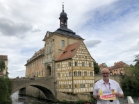 2020 08 25 Bamberg Altes Rathaus seitlich Reisewelt on Tour