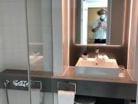 Schönes und grosses Bad und WC