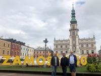 2020 09 02 Zamosc Hauptplatz mit Buchstaben