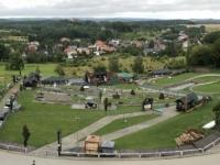 2020 08 31 Burg Podzamce Blick auf Sommerrodelbahn