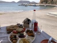 2020 09 10 Finiki Mittagessen im Restaurant Mama Cuisine Vorspeisenteller