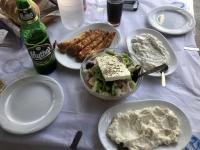 2020 09 12 Insel Kasos Mittagessen mit vielen Vorspeisen in Phry