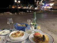 2020 09 14 Pigadia Hafenpromenade Abendessen Rest Mesogeios Hauptspeisen