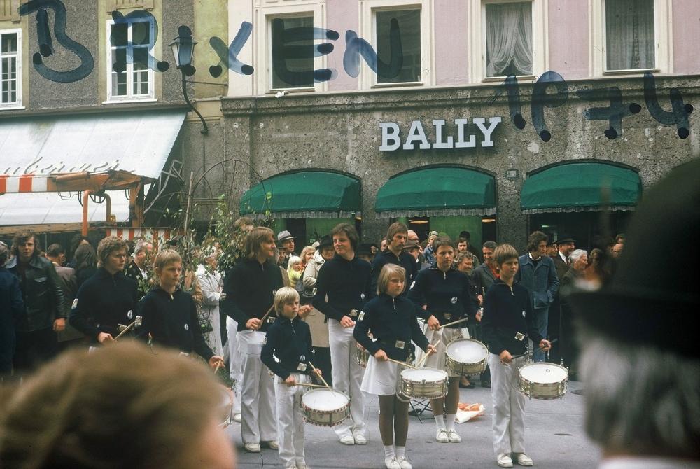 1974 09 27 Konzertreise Bergturnfest Brixen Flötscherhof Konzert Salzburg erste Reihe links Gerald Stutz