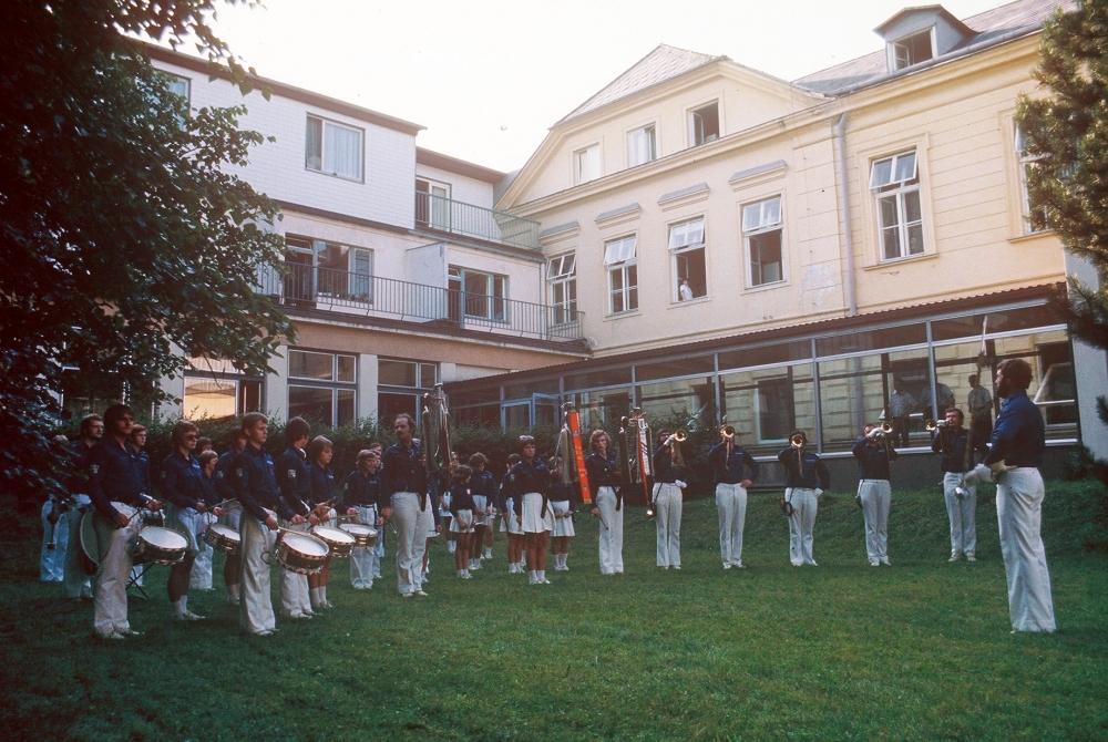 1975 07 12 Gauturnfest Steyr erste Reihe links Gerald Stutz