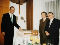 1994 10 08  Festabend 90 Jahre NTV mit neuem Turnerheimmodell mir LR Dr Pühringer und Ehrenobmann Dr Lehner